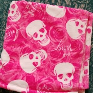 1 hour Sale Betsey Johnson  skull bath towel